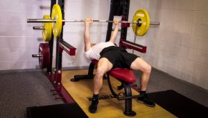 Bench-press-against-bands