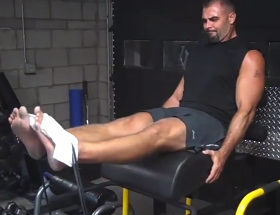 How to isolate the quads and hams in a garage gym bret contreras